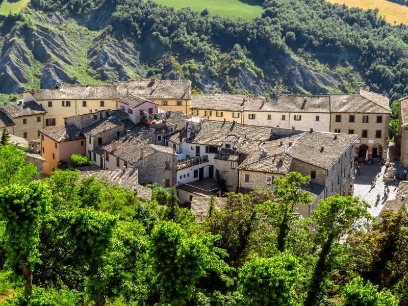 San Leo - vista al villaggio medievale fotografia stock libera da diritti