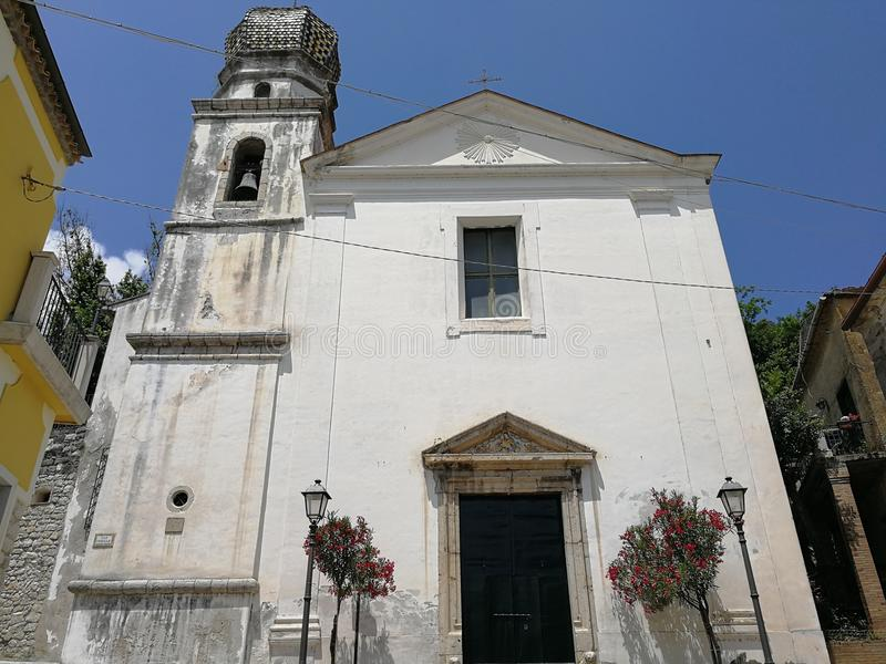 San Lorenzello - Voorgevel van de kerk van de Congregatie van Gezondheid stock fotografie