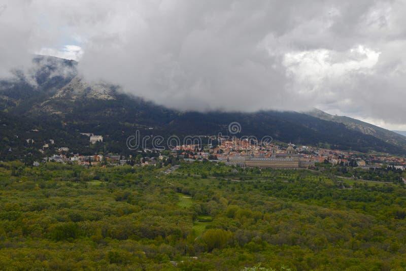 San Lorenzo del Escorial, Madrid, Spagna, il 7 maggio 2019, vista dalla sedia di Felipe II immagine stock