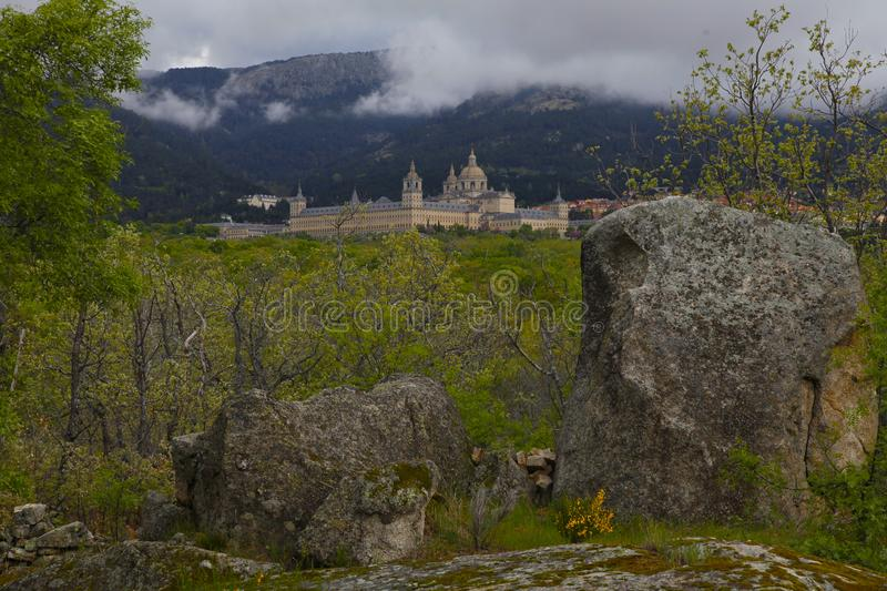 San Lorenzo del Escorial, Madrid, Spagna, il 7 maggio 2019, vista dalla sedia di Felipe II fotografia stock libera da diritti