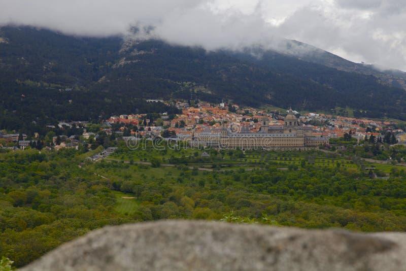 San Lorenzo del Escorial, Madrid, Spagna, il 7 maggio 2019, vista dalla sedia di Felipe II fotografia stock