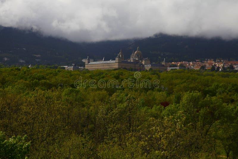 San Lorenzo del Escorial, Madryt, Hiszpania, Maj 7, 2019, widok od Felipe ii krzesła fotografia royalty free
