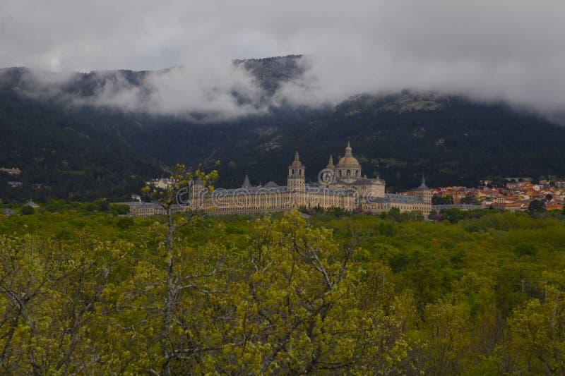 San Lorenzo del Escorial, Madryt, Hiszpania, Maj 7, 2019, widok od Felipe ii krzesła obrazy royalty free