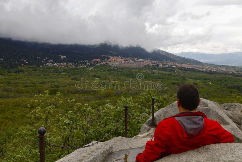 San Lorenzo del Escorial, Madryt, Hiszpania, Maj 7, 2019, widok od Felipe ii krzesła obraz royalty free