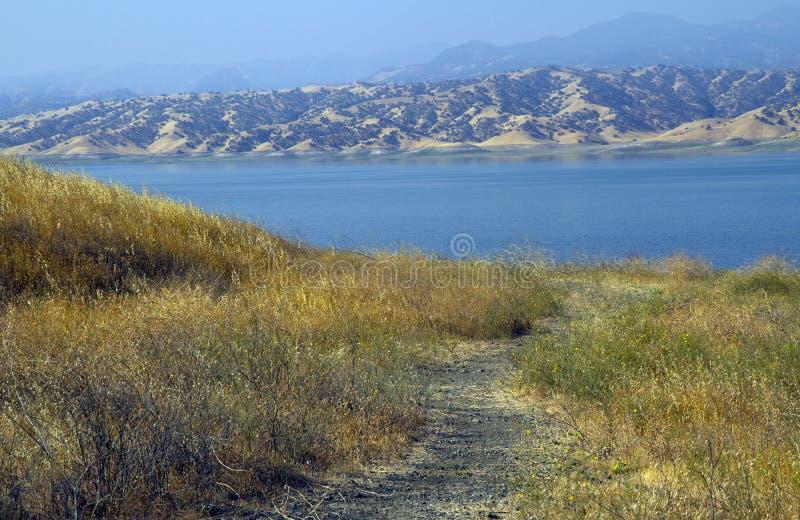 San Luis Reservoir em Califórnia central imagens de stock