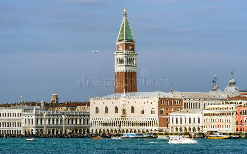 San Marco Campanile em Veneza, Itália fotografia de stock royalty free