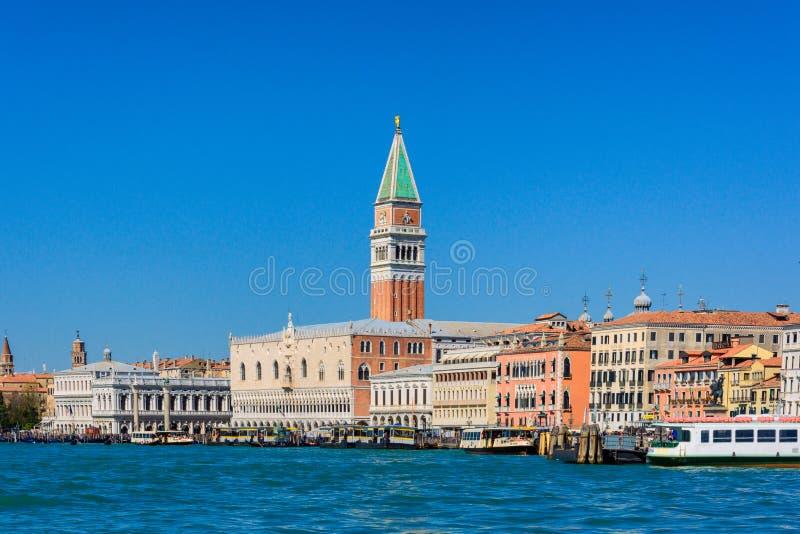 San-marco Quadrat an einem sonnigen Tag in Venedig, Italien April 2015 stockfoto