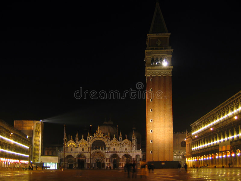 San marco Quadrat nachts lizenzfreie stockbilder