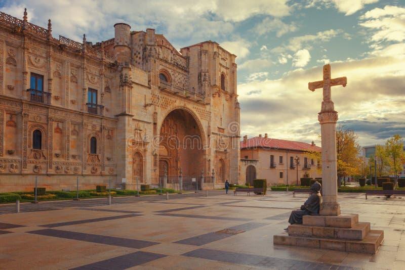 San Marcos, hospital velho para peregrinos da maneira de St James, Leon, Espanha fotos de stock royalty free