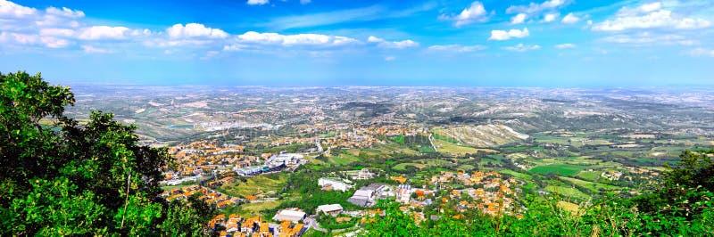 San Marino Fågel-öga sikt. Italien. arkivfoto