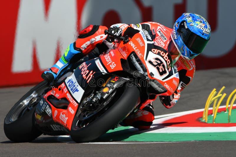 San Marino, Italië - Mei 12, 2017: Ducati Panigale R van Aruba het Rennen, gedreven door Melandri Marco tijdens het kwalificeren  royalty-vrije stock afbeeldingen