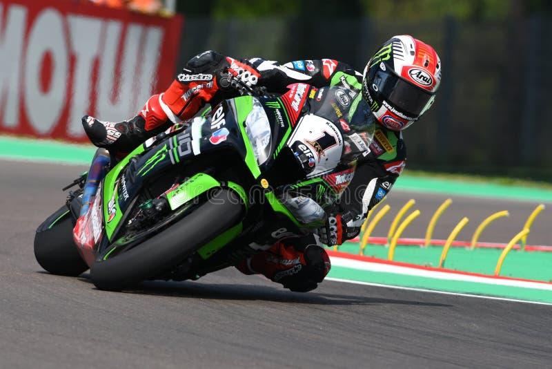 San Marino, Italia - 12 maggio: Jonathan Rea dei giri della Gran Bretagna Kawasaki Racing Team durante il qualifyng immagine stock