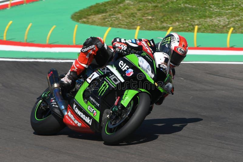 San Marino, Italia - 12 maggio: Jonathan Rea della Gran Bretagna Kawasaki Racing Team guida durante il qualifyng di WSBK a Imola immagine stock