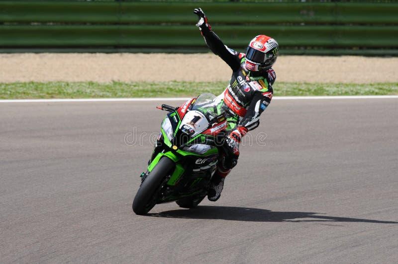 San Marino, Italia - 12 maggio: Jonathan Rea della Gran Bretagna Kawasaki Racing Team guida durante il qualifyng di WSBK a Imola fotografie stock libere da diritti
