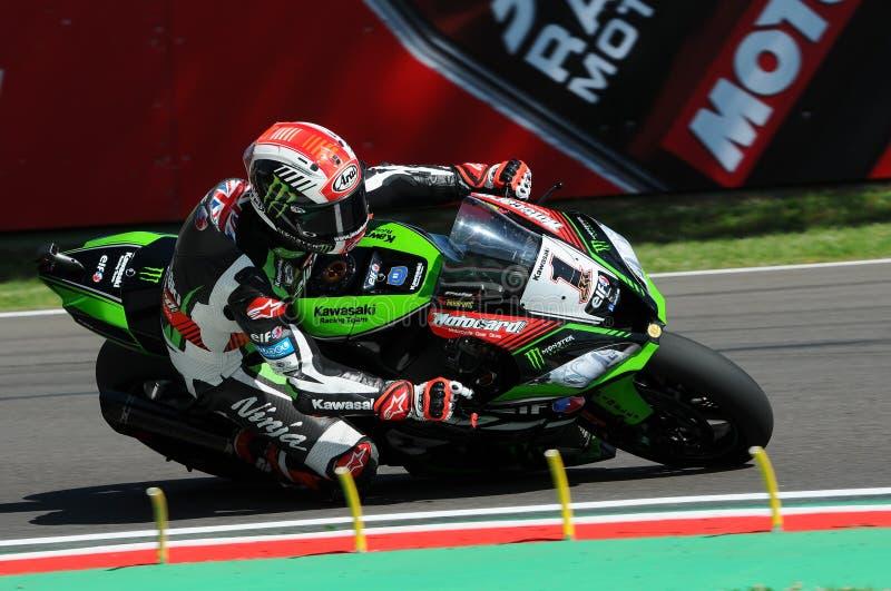 San Marino Italien - Maj 12: Jonathan Rea av Storbritannien Kawasaki Racing Team rider under qualifyngperiod på Imola Circuit royaltyfri bild