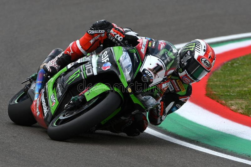 San Marino Italien - Maj 12: Jonathan Rea av Storbritannien Kawasaki Racing Team rider under qualifyngperiod på Imola Circuit royaltyfri fotografi
