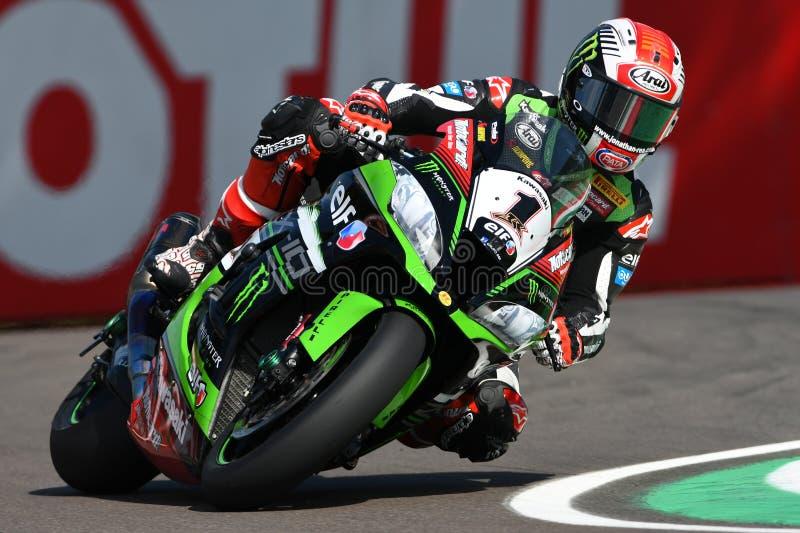 San Marino Italien - Maj 12: Jonathan Rea av Storbritannien Kawasaki Racing Team rider under qualifyngperiod på Imola Circuit royaltyfria foton