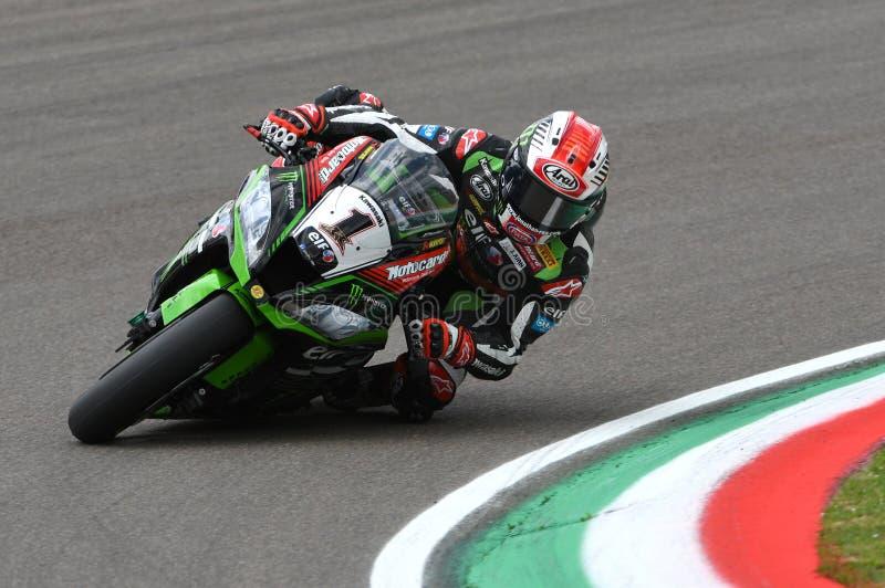 San Marino Italien - Maj 12: Jonathan Rea av Storbritannien Kawasaki Racing Team ritter under qualifyng arkivfoton