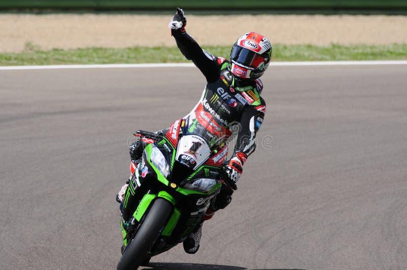 San Marino Italien - Maj 12: Jonathan Rea av Storbritannien Kawasaki Racing Team ritter under qualifyng royaltyfri bild