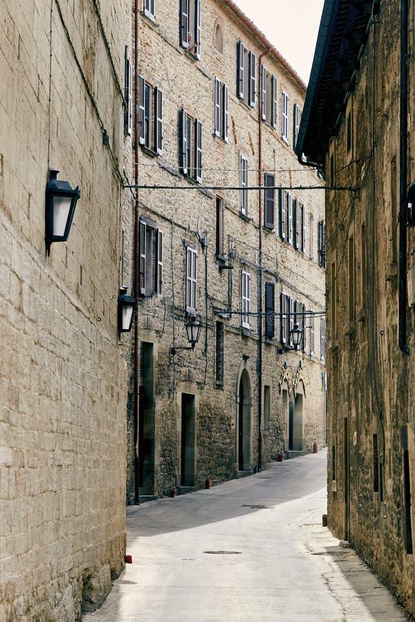 San-marino, San Marino - Juli 10, 2017: Een dove straat in de stad royalty-vrije stock foto's