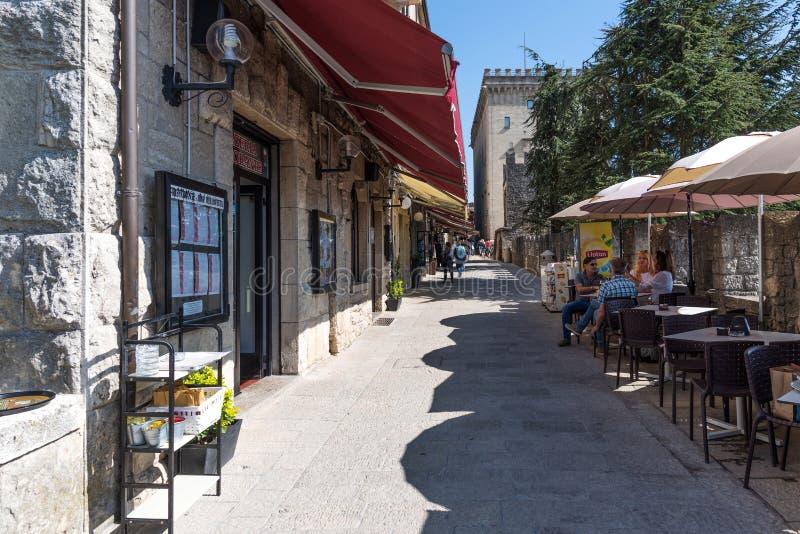 San Marino, republika San Marino, Kwiecień 27 -, 2018: Widok dziejowy centrum San Marino obrazy royalty free