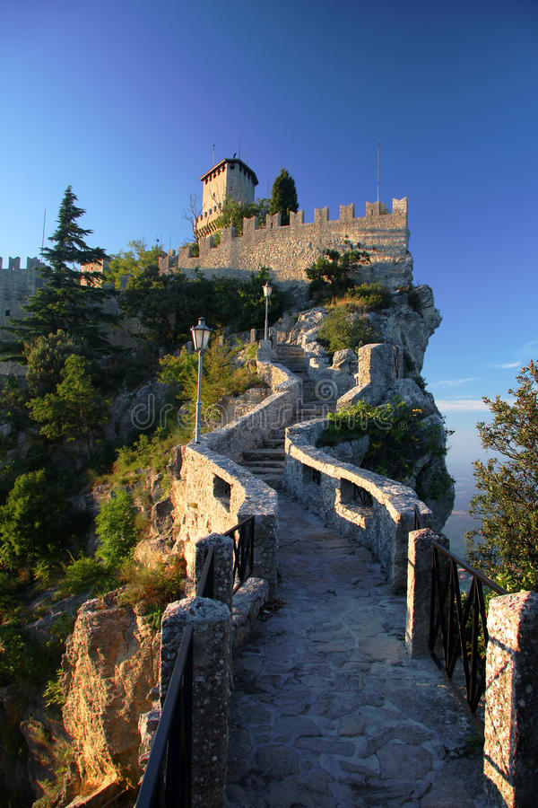 San Marino, Schloss stockfotos