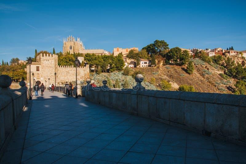 San Martin Bridge attraverso il Tago, Toledo, Spagna immagine stock libera da diritti