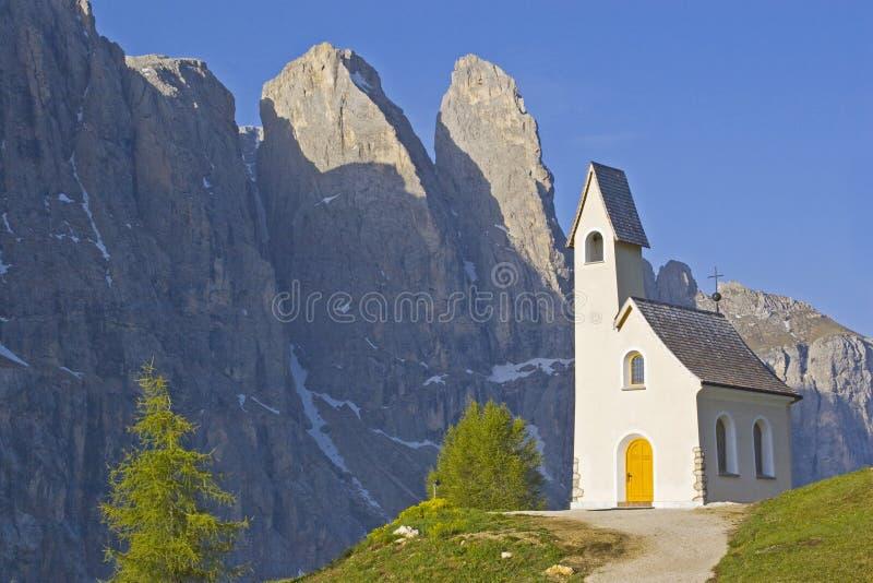 San Maurizio kapell på det Gardena passerandet arkivfoto