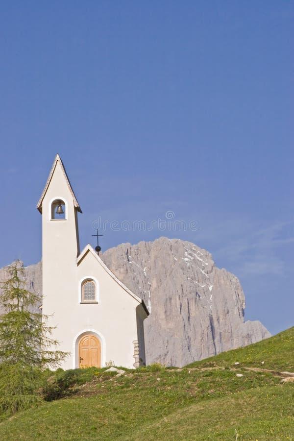 San Maurizio kapell på det Gardena passerandet royaltyfria bilder