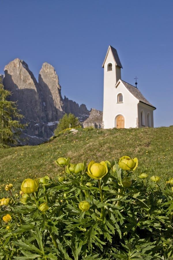 San Maurizio kapell på det Gardena passerandet arkivbilder