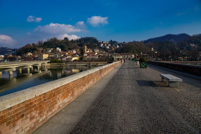 San Mauro torinese die Brücke auf dem Fluss PO lizenzfreie stockbilder