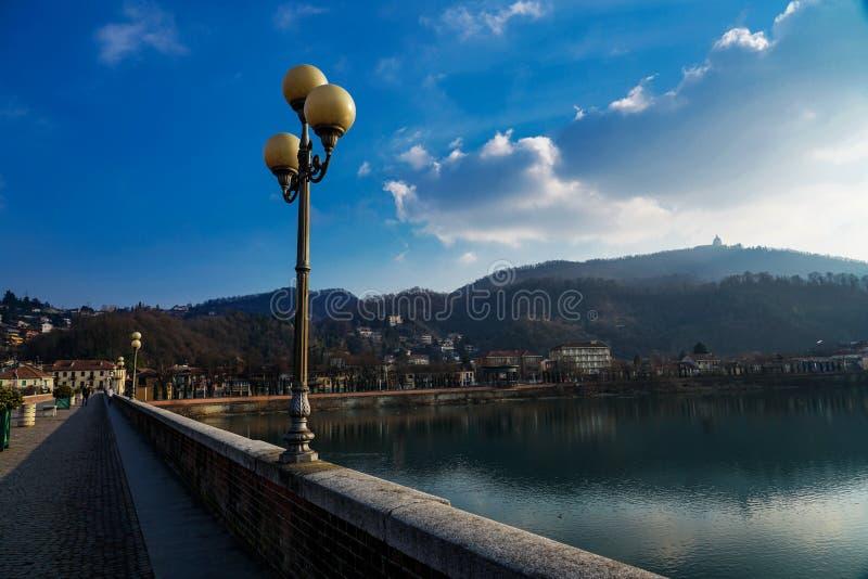 San Mauro torinese el puente en el río po imagen de archivo