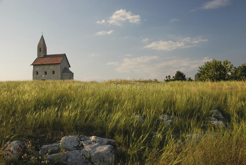 San Michael della chiesa di Romanesque sulla roccia fotografia stock libera da diritti