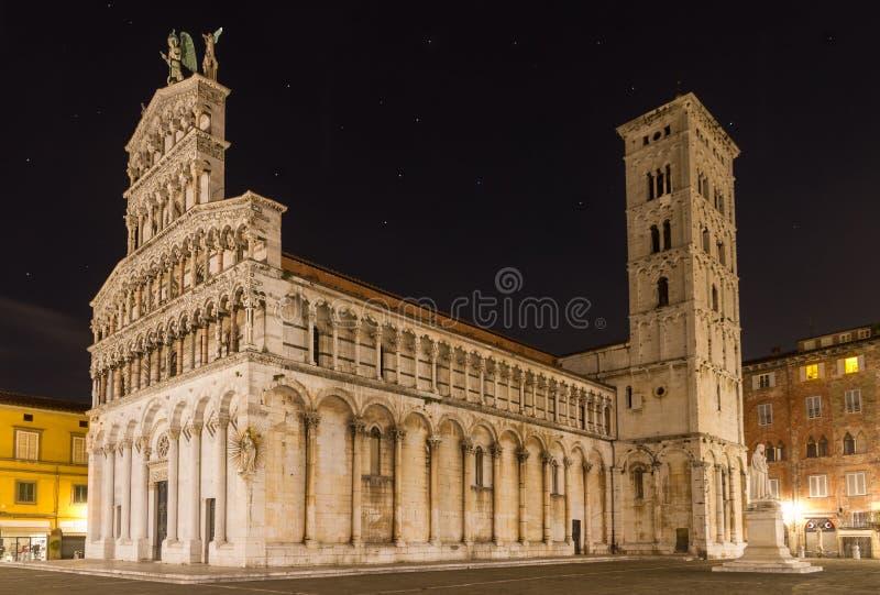 San Michele la nuit, Lucca, Italie photographie stock libre de droits
