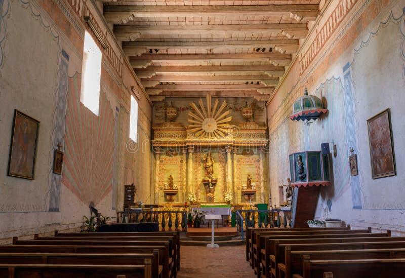 San Miguel Kalifornia, Lipiec, - 20, 2019: Wnętrze kościół misja San Miguel Arcángel obraz royalty free