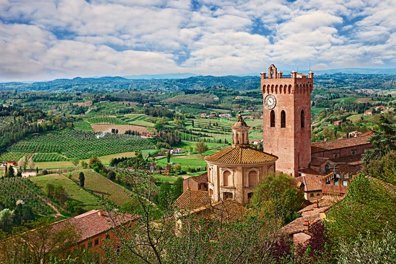 San Miniato Pisa, Tuscany, Italien: landskap av bygden royaltyfria foton