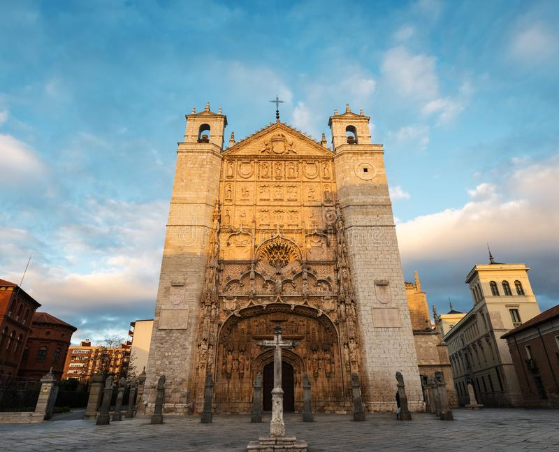 San Pablo Church a Valladolid al crepuscolo immagine stock libera da diritti