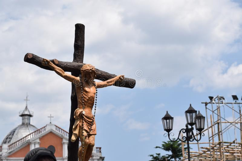 Huge crucifix carried by holy man, street drama, community celebrates Good Friday representing the events that led to the Crucifix. San Pablo City, Laguna stock images
