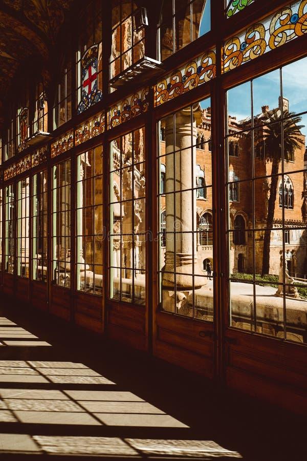 San Pau ospedale-Barcellona-Catalogna, corridoio lustrato dentro la La Santa Creu del de dell'ospedale i Sant Pau fotografie stock libere da diritti