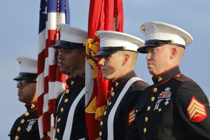 SAN PEDRO, CA - 15 DE SEPTIEMBRE DE 2015: Infantes de marina y guardia de honor de los E.E.U.U. en la reunión presidencial republ fotos de archivo libres de regalías
