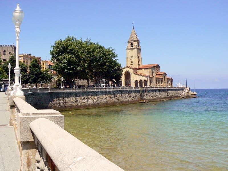 San Pedro Church sulla costa del ³ n, Asturie di Gijà spain fotografia stock