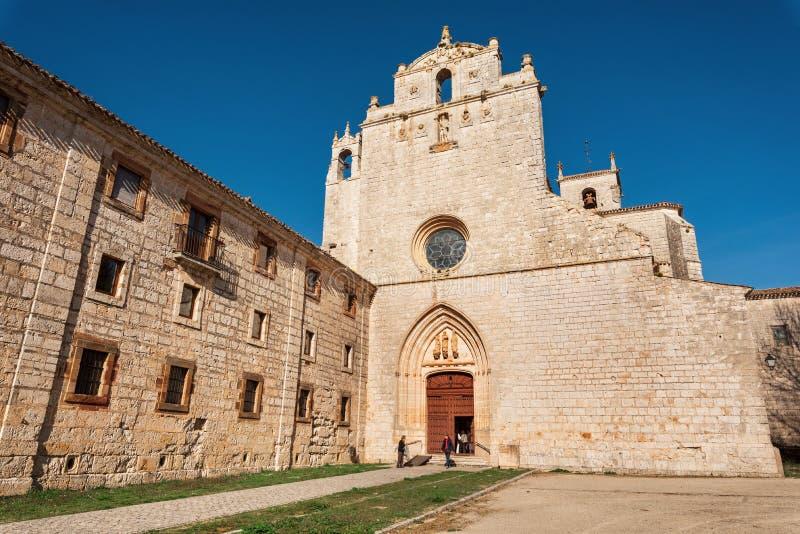 San Pedro de Cardena, Spagna - 14 aprile 2019: Monastero di San Pedro de Cardena a Burgos, Castiglia y Leon, Spagna immagine stock libera da diritti