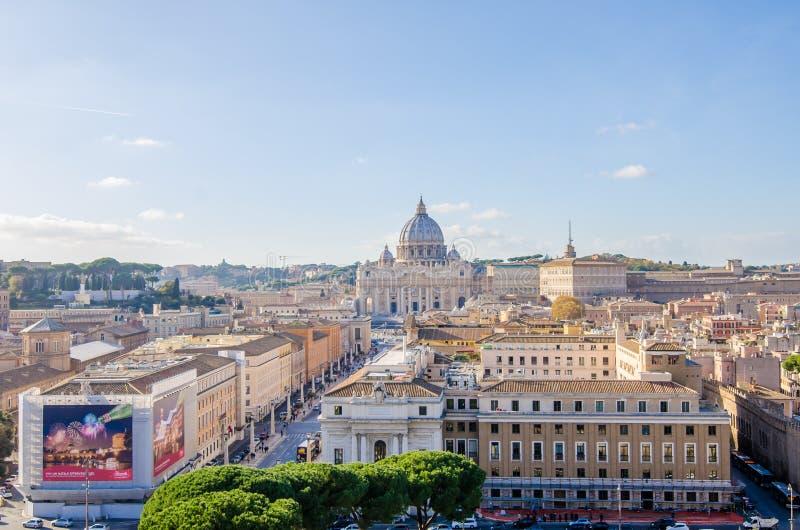 San Peter Basilica e via il della Conciliazione fotografia stock libera da diritti
