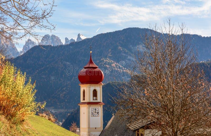 San Pietro di Laion, Bolzano, Itália A igreja imagem de stock royalty free