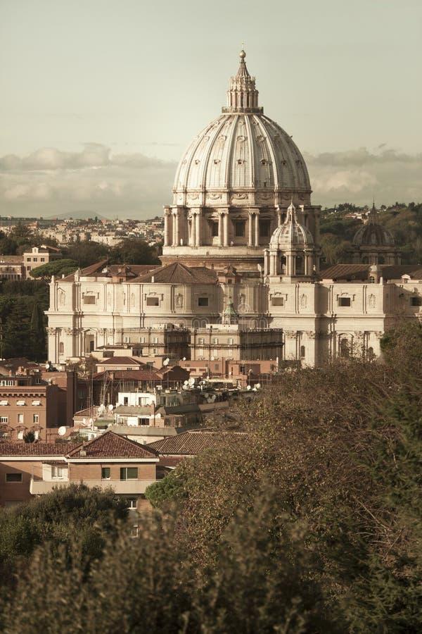 San Pietro (St Peter), de Stad van Vatikaan Lucht Mening Mooie oude vensters in Rome (Italië) stock fotografie