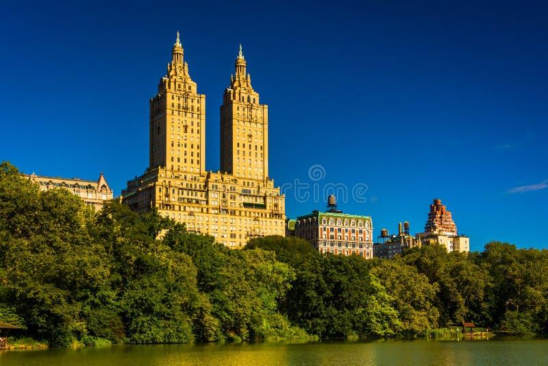 San Remo i jezioro widzieć przy central park, Manhattan, Nowy Y obrazy stock