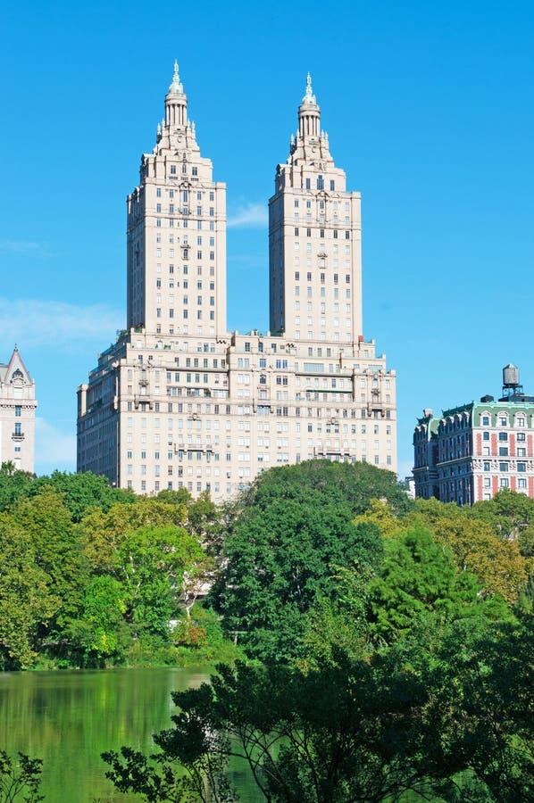 San Remo staw w centrala parku i budynek, Nowy Jork fotografia stock