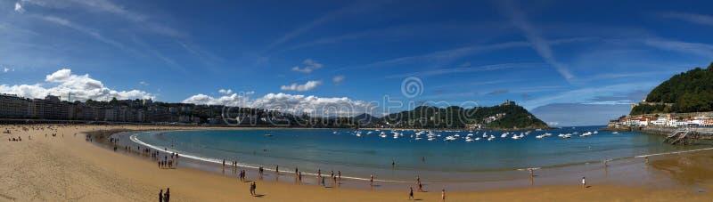 San Sebastián, España - septiembre de 2018: Un día hermoso en el La Concha Beach en San Sebastián, España fotografía de archivo libre de regalías