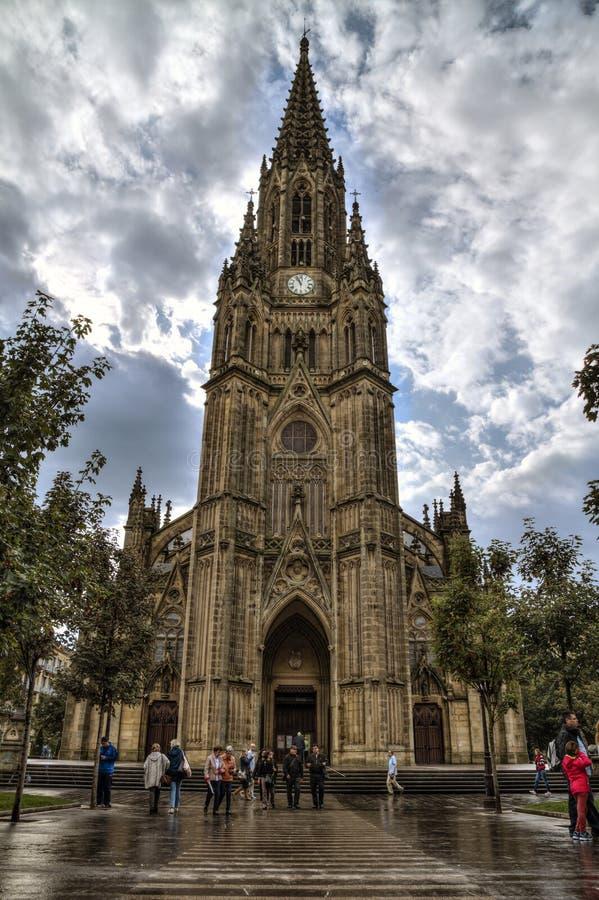 SAN SEBASTIÁN, SPANIEN - 30. SEPTEMBER 2015: Leute, die guten Schäfer Cathedral von San Sebastián besuchen lizenzfreie stockbilder