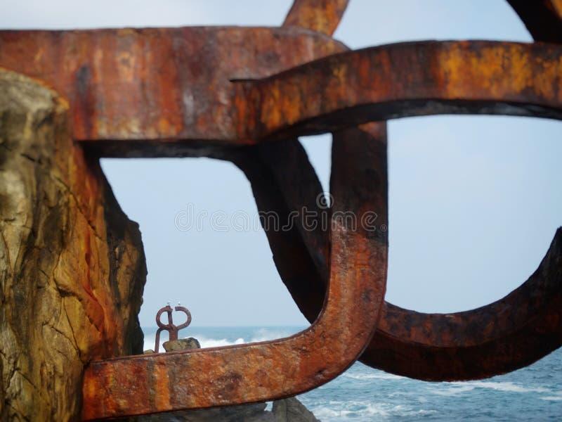 San Sebastian Donostia Seaside Sculpture en la ciudad del norte de España imágenes de archivo libres de regalías
